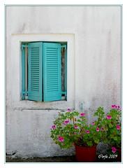 Corfu (Jacqueline Clowting) Tags: pink blue flower window rose wall blauw greece corfu raam muur bloem griekenland korfoe lakones