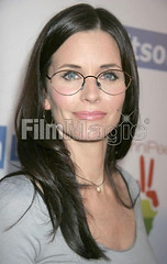 Courteney Cox wearing glasses at premiere (GwG Fan) Tags: glasses premiere girlswithglasses moviepremiere courteneycox courteneycoxarquette plussie pluslenses courteneycoxwearingglasses