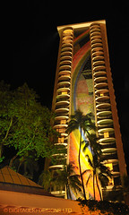 Rainbow Tower at night (Weiwurst) Tags: travel architecture nighttime tropics rainbowtower hawaiianhilton d700 hawaiioahuwaikikibeach