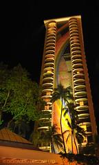 Rainbow Tower at night (Weiwurst) Tags: travel architecture nighttime tropics rainbowtower hawaiianhilton d700 hawaiioahuwaikikibeach