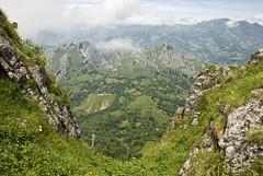 Descendiendo el Guanalón (JoseRamonGarciaG) Tags: nikon asturias pico montaña rioseco sobrescobio d80 agues guanalón llorío