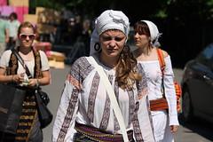 (Catalin Pruteanu) Tags: street woman june canon arthur costume strada traditional verona romania delivery bucharest bucuresti iunie canon70300 pictor arthurverona canon400d streetdelivery