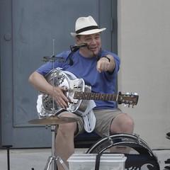 Street Singer - Old Alexandria - DC (YaGaKo) Tags: ed guitar g singer nikkor afs dx 18200mm 13556