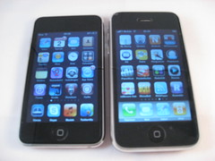iPhone 3GS vs iPod Touch 2G (foto door: PiAir (Old Skool))