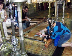 Holy Sepulchre pilgrims (jglsongs) Tags: church israel shrine christ jerusalem jesus holy  churchoftheholysepulchre  oldcity crucifixion golgotha jesuschrist calvary yerushalayim sepulchre    christianquarter  surpharutyun   sanctumsepulchrum
