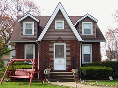 Vermilion, Ohio... (mimihen) Tags: ohio house home bricks swing vermilion brickhouse vermilionoh loraineriecounties
