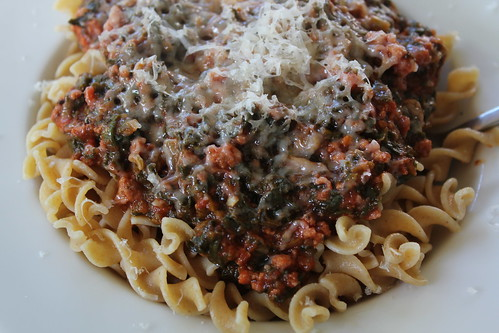 Pasta with tomato spinach sauce