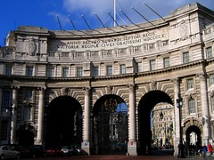 London's Admiralty Arch (UGArdener) Tags: england london english square arch unitedkingdom britain trafalgar trafalgarsquare 1910 edwardian admiralty admiraltyarch edwardvii mdccccx rubwellingtonsnoseforluck seethewikipediaarticle englishtravel