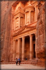 PETRA: The Treasury at 1:50 p.m ...Indiana/Bea Jones was here :) (Bea Kotecka *Come back :) *) Tags: petra best indianajones bestofthebest jordania thetreasury ancienttown alkhazneh canoneos30d nohdr fivestarsgallery nabataeans aplusphoto theunforgettablepictures beakoteckaphotography classicalgreekarchitecture