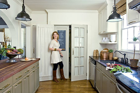 White + gray kitchen makeover: 'Mouse's Back' + 'Lime White' by Farrow & Ball