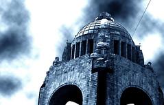 monumento a la revolucion (Clauminara) Tags: azul mxico mexico calle mexicocity df ciudad escultura ciudaddemexico distritofederal mejico duotono mjico