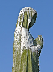 Statue at Bowling Cemetery 1
