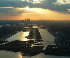 Sunset at London City Airport (Frans Zwart) Tags: city sunset london thames skyline landscape airport cockpit 28 approach runway pilot flightdeck avro embraer lcy rj100