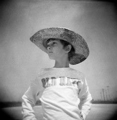 [フリー画像] [人物写真] [子供ポートレイト] [外国の子供] [少年/男の子] [帽子] [モノクロ写真]     [フリー素材]