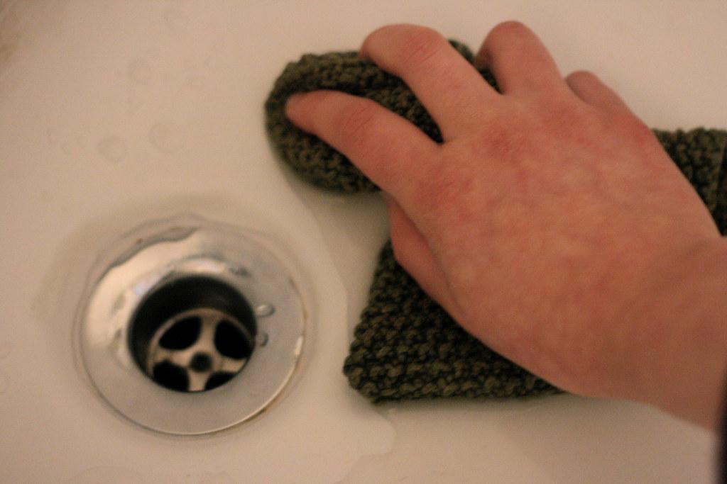 365-351 (scrub the tub)