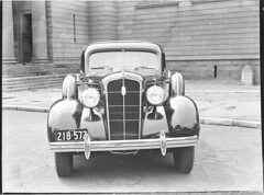 1935 Plymouth sedan, Art Gallery of New South Wales, Sydney, February 1937 / Sam Hood (State Library of New South Wales collection) Tags: car automobile headlights grill bumper fender chrome nsw license windshield radiator numberplate statelibraryofnewsouthwales