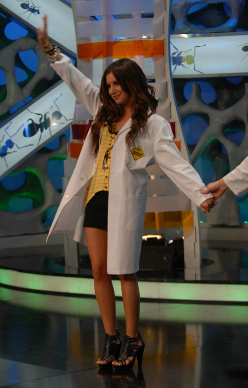ashley-tisdale-show-6119-2