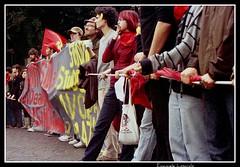 Di nuovo in marcia! (Cammisella-->Non PiU' AnaLogico!) Tags: rome roma marcia manifestazione corteo striscione analogico contestazione gelmini ondaanomala legge133
