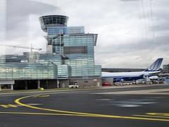 Frankfurt Airport (colin2k) Tags: city start airplane airport ramp hessen frankfurt main terminal flughafen flugzeug flights fra besucherterasse frankfurtammain mainhatten fraport landung startbahn frankfurtam rollfeld vorfeld rheinmaingebiet rheinmainflughafen erlebnisfahrt