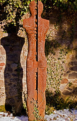 The shadow of death (xollob58) Tags: shadow friedhof cemetery grave death rust decay steel grab rost tod schatten darmstadt quotation horace denkmal stahl alterfriedhof zitat zerfall rustneversleeps abstractfigure abstraktefigur