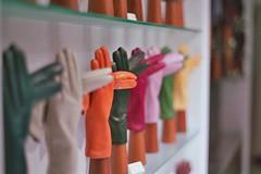 (m@riobros) Tags: guanti minolta bokeh f14 negozio vetrina colori 58mm msc srt101 foco sfocato rokkor 58mmf14 guantiinpelle