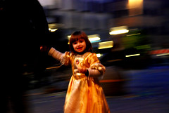 Baby's Freshness (MOHSEN MaSoUmI) Tags: street italy color girl night child father gathering mohsen paning runing babay     flickrgathering    fflorence masoumi  mohsenmasoumi  winter2009  february2009     1387 babysfreshness italygathering  1387