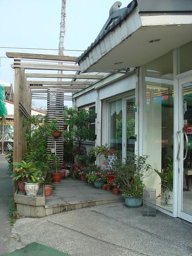 比薩大王-店門口旁的花台.JPG