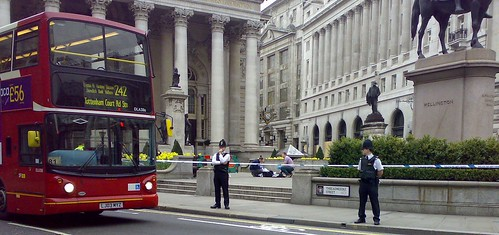 Suspect package at the Bank/Royal Exchange