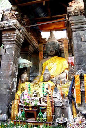 74.Wat Phu Champasak主殿放了大佛