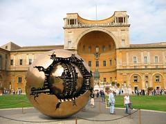Sphere Within Sphere (Leo-set) Tags: sculpture vatican building art museum architecture del october europe vaticano belvedere museo della pomodoro 2007 pigna cortile scultura arnaldo
