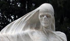 La muerte_5 (Bellwizard) Tags: barcelona sculpture cemetery graveyard death mort cementerio escultura muerte cementiri antonipujol