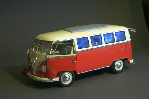 VW T2 Microbus Deluxe 1962 by oddrunewold. Superdetailed model.1:18
