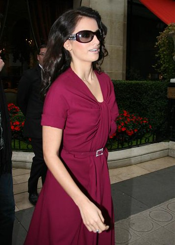 Penelope Cruz fashion sunglasses Bvlgari 8012