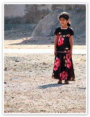 Her Eyes ... (1Ehsan) Tags: eye girl island dress iran rosery hormoz hormozgan hormozisland hereyes tjourney