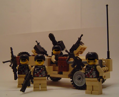 S.A.S. Land Rover 109 desert patrol with custom minifigs