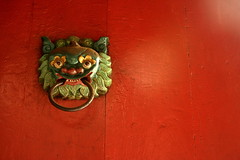 red door (Farl) Tags: door travel red colors handle temple pagoda chinatown buddhist buddhism son vietnam saigon hoi hochiminh cholon tam quan