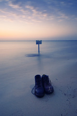 Vanished (Khaled A.K) Tags: longexposure sea sign photography shoes sa jeddah saudiarabia khaled ksa saudia jiddah kashkari