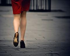[フリー画像] [人物写真] [女性ポートレイト] [後ろ姿] [足]       [フリー素材]