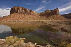 Indian Creek 1 (Dave Arnold Photo) Tags: pictures usa mountain lake southwest west tree canon river utah us photo ut desert image photos arnold picture arches pic images photograph canyonlandsnationalpark coloradoriver canyonlands western getty sw archesnationalpark mesa indiancreek southwestusa swusa westernus davearnold canonequipment davearnoldphoto davearnoldphotocom mygearandmegold arnoldd