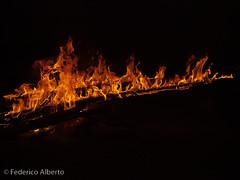 Como un tizn... (Federico Alberto) Tags: wood fire do darkness nightshot dominicanrepublic flames olympus campfire flame e3 nophotoshop fuego llamas feu lavega bois obscurit nightpicture oscuridad fotonocturna fogata lea repblicadominicana llamarada republiquedominicaine photodenuit nohdr cordilleracentral valledeltetero mywinners central