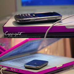(D o u b l e y o u) Tags: lighting pink blue mobile canon blackberry bokeh alo 100mm smiley p loveyou part1 ummm macbook a de~