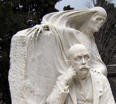 La muerte_3 (Bellwizard) Tags: barcelona sculpture cemetery graveyard death mort cementerio escultura muerte cementiri antonipujol