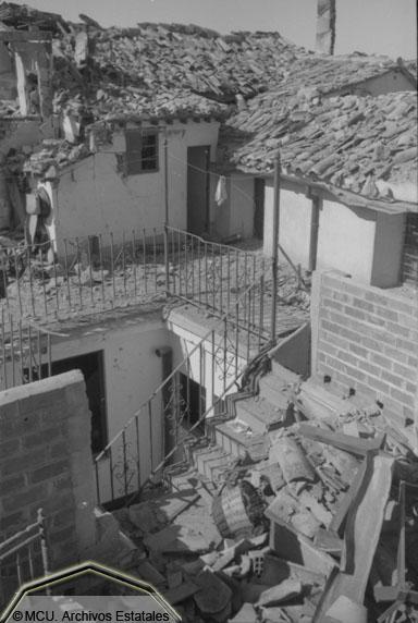 Viviendas destrozadas en Toledo en 1936. Foto Erich Andres. Ministerio de cultura. Centro Documental de la Memoria Histórica