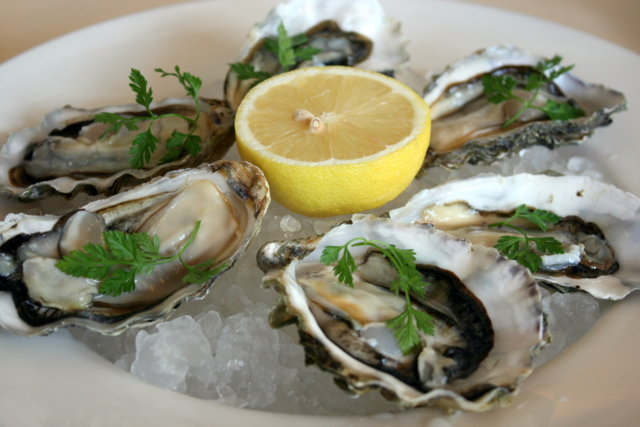 Fresh rock oysters with mignonette sauce and lemon