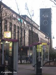 Hauptbahnhof / central station (pittigliani2005) Tags: clock bahnhof railwaystation hauptbahnhof wikipedia deutschebahn homepage duesseldorf centralstation uhr deutschetelekom dbag bahnhofsuhr dtag railwaystationclock telefonhaeuschen kreuzungsbahnhof konradadenauerplatz
