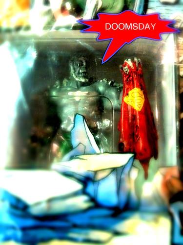 """三宮が誇るアメコミショップ""""GUILD""""で、かつてスーパーマンを屠りさった""""DOOMSDAY""""のカッコいいブツを購入。早く家に飾りたい。"""