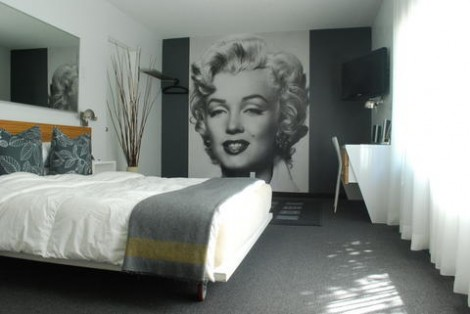 Marylin-Monroe-Themed-Hotel-Interior-1-470x314