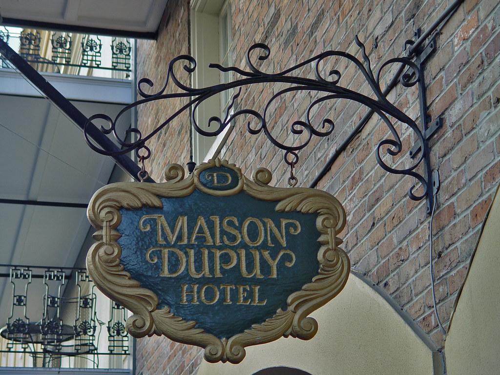 DSC02435 Maison Dupuy Hotel sign