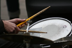 drumming... (Noeasy) Tags: london drums sticks hands mani portobello londra batteria bacchette eos400d canoniani