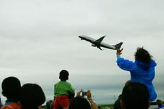 Pequeno Empurrão (Daniel Pascoal) Tags: public children airplane fly flying kid criança avião takeoff 175 embraer decolando danielpg erj175 danielpascoal
